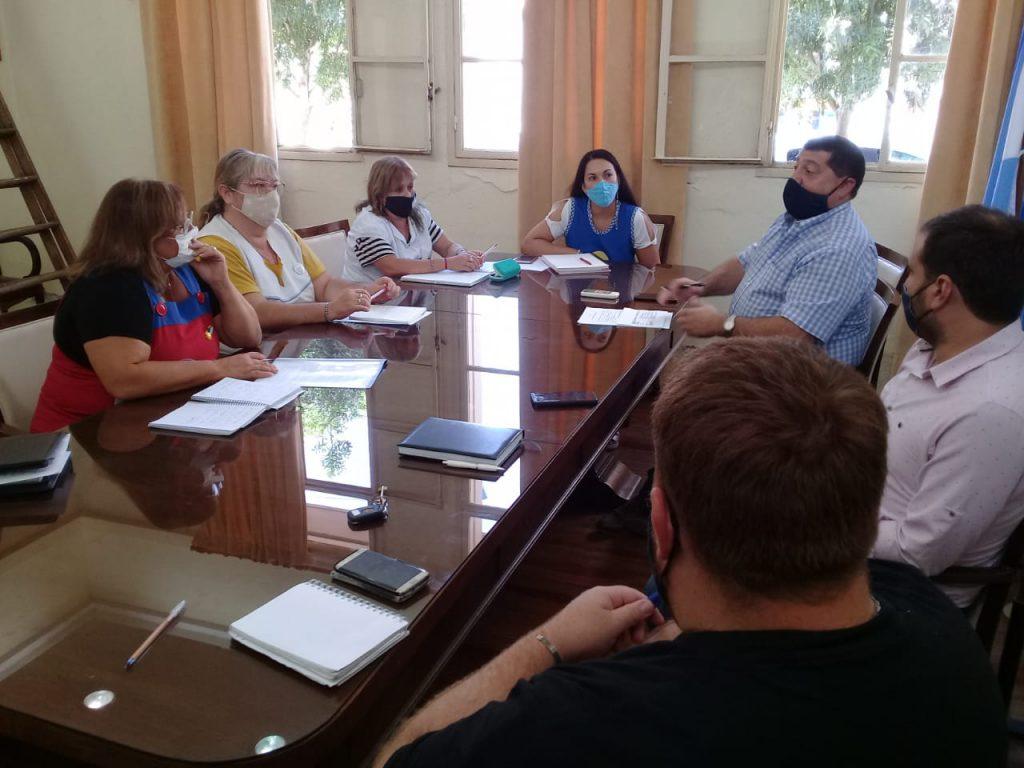 Riva se reunió con docentes