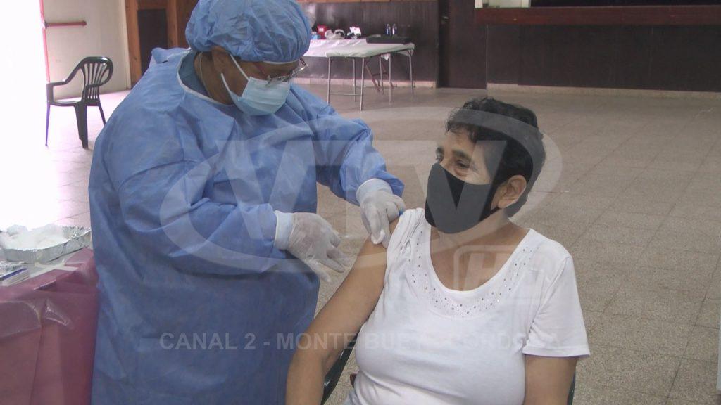 Se aplicaron 100 vacunas más