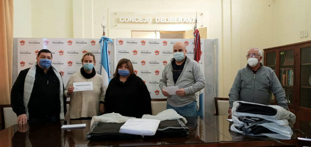 La Municipalidad de Monte Buey entregó frazadas y sábanas a instituciones